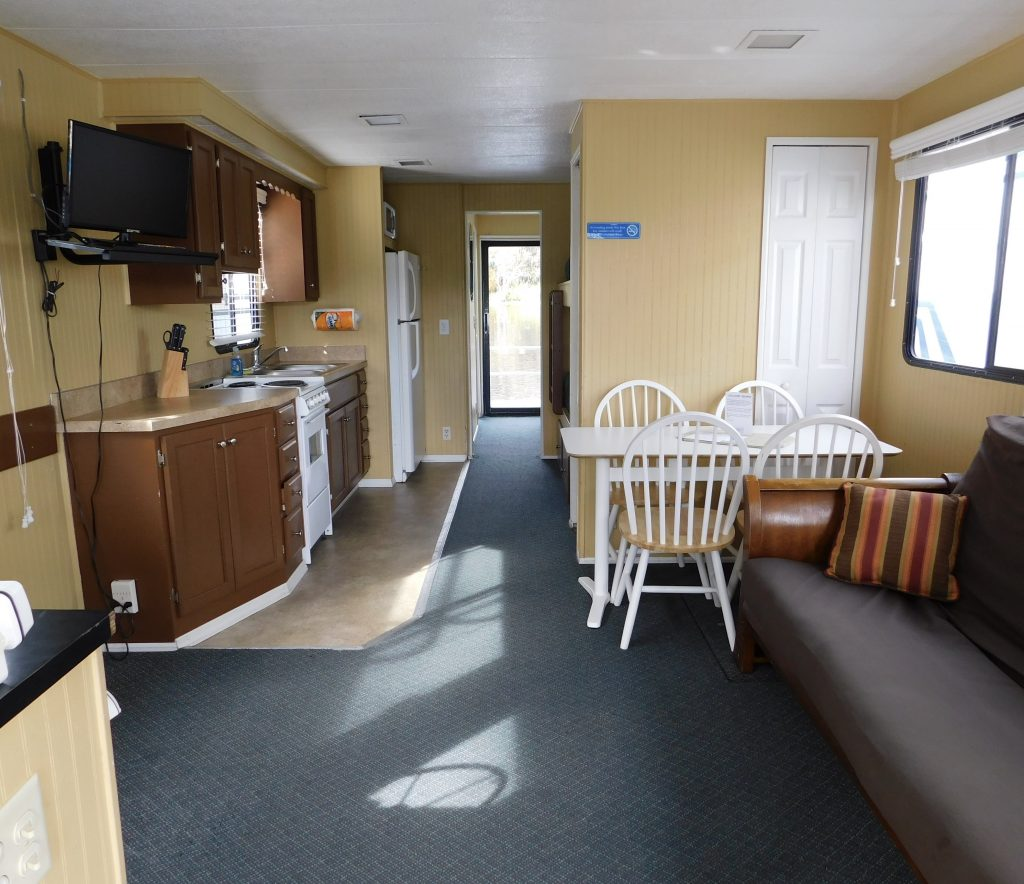 44′ 8 Sleeper Houseboat – Holly Bluff Marina