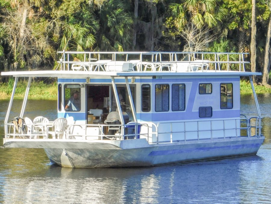44′ 8 Sleeper Houseboat – Holly Bluff Marina